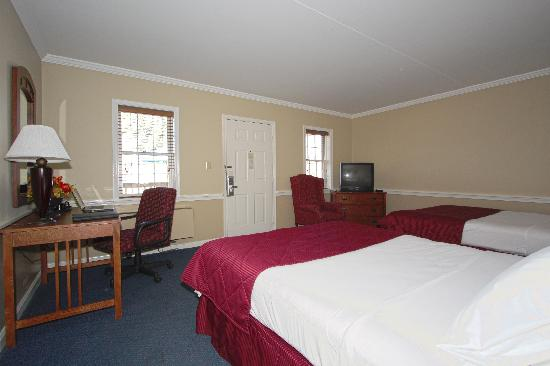 Clarion Inn Historic Strasburg Inn: Double Queen Room
