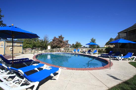 Clarion Inn Historic Strasburg Inn: Seasonal Outdoor Heated Pool