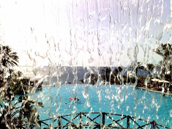 L 39 habitant de fuerteventura photo de r2 rio calma hotel for Cascade d eau piscine