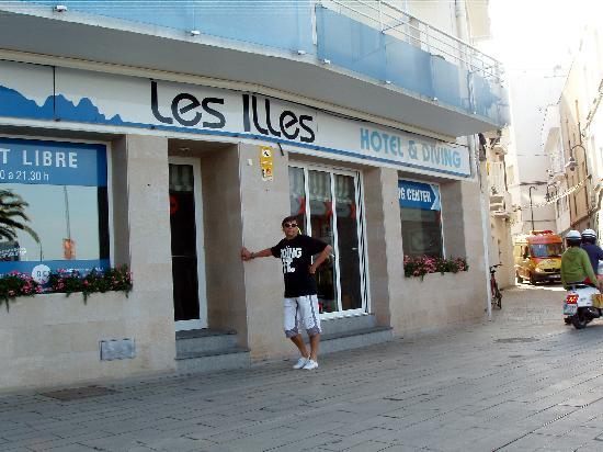 Hotel Les Illes: Il trainer davanti all'hotel