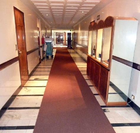 Bauer Hotel: i corridoi sempre impegnati dai carrelli