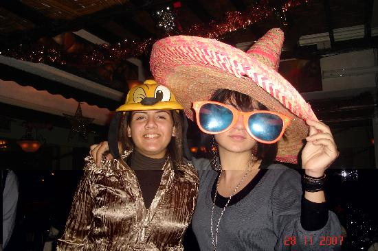 Sunbow Restaurant: Me and my cousin!!! The hat and the glasses were there!!