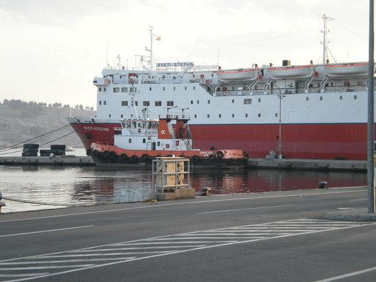 la Sveti Stefan 1 nel porto di Bar