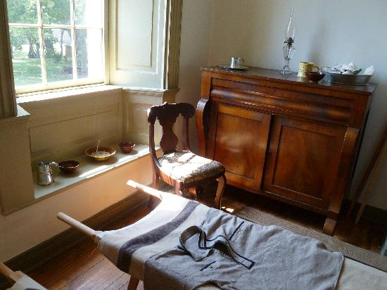Ben Lomond Manor House & Old Rose Garden: Inside the parlor is a makeshift triage