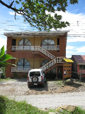 """Cabinas and Hotel Vista Al Golfo: Front of the """"new"""" area including our room, top right."""