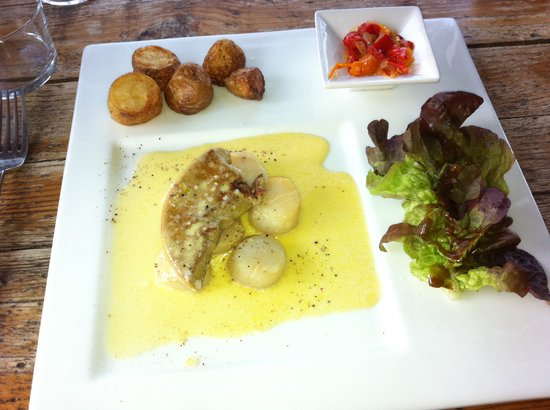 La Table Rouge: Delicious Saint Jaques with fois gras