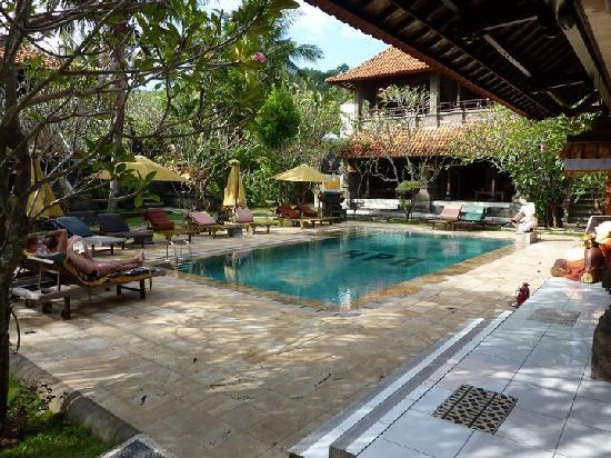 Hotel Puri Rai: piscine