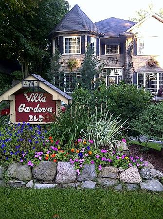 Villa Gardenia Bed & Breakfast: more beautiful in person