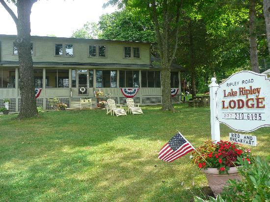 Lake Ripley Lodge Bed & Breakfast: Lake Ripley Lodge