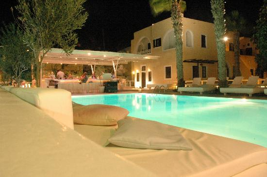 Bellonias Villas: View from the beach promenade at night