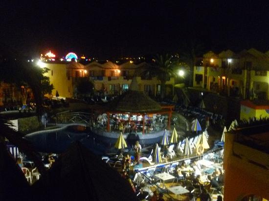 Turbo Club: Pool and bar at  night