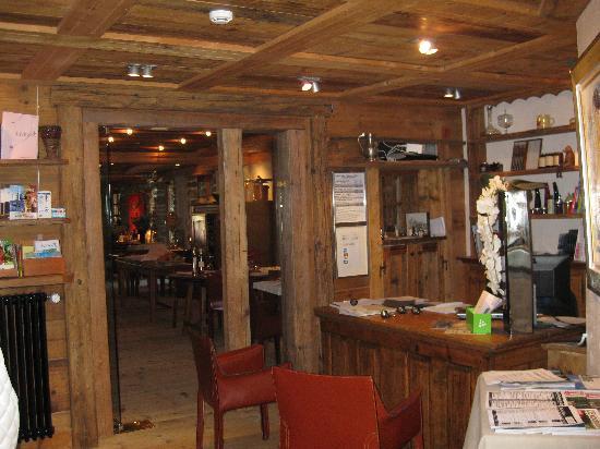 Hotel les Servages d'Armelle : The reception