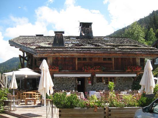 Hotel les Servages d'Armelle : The terrace