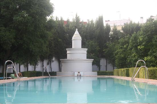 Monasterio de San Francisco: La piscina