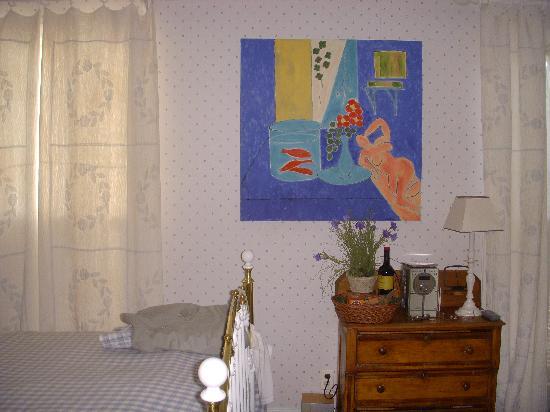 Wickwood Inn: Matisse Room (smelly)