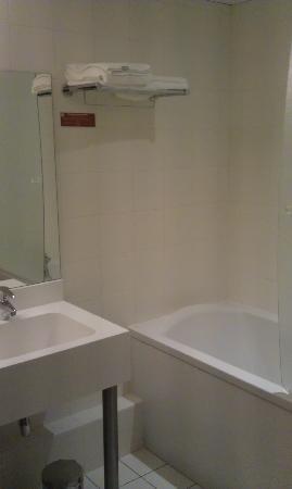 Inter-Hotel Le Coeur d'Or : salle de bain, wc séparé !