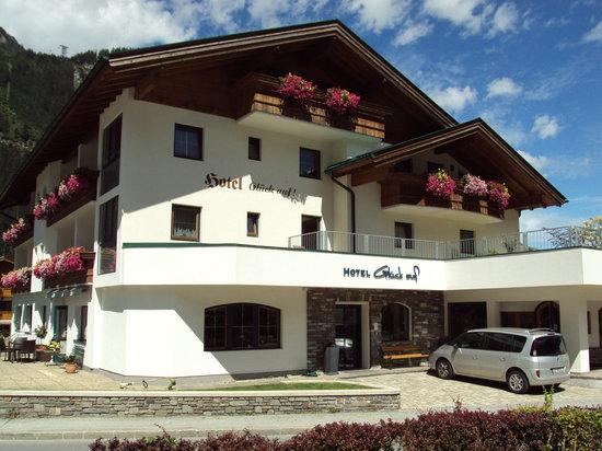 Photo of Hotel Garni Glueck auf Mayrhofen