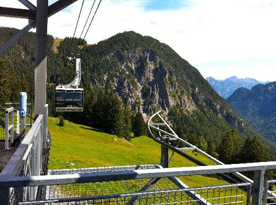 Valavier Aktivresort: Bergbahn über Canyon