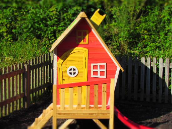 Hele Valley Holiday Park: Our Gretel Playhouse