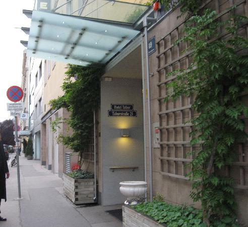 Hotel Tabor: L'ingresso in Tandelmarktgasse