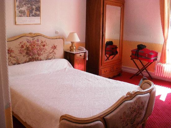 Hotel Continental : belle chambre, donne sur l'arrière