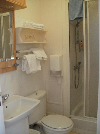 Hotel Continental : Petite salle de bain