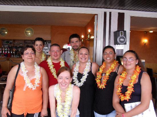 Restaurant  La Caravelle : l'équipe la caravelle et nous le 20/08/11