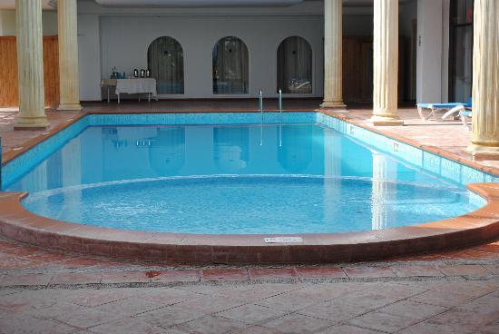 One Resort Monastir : pîsine couverte avec bain a bulles