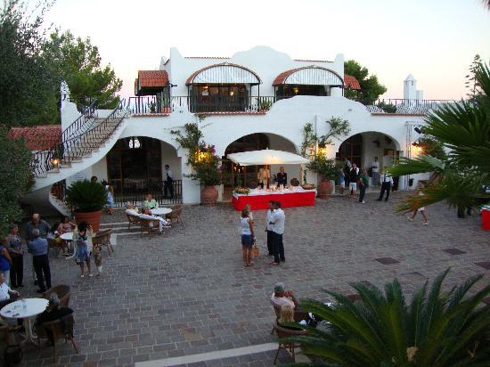 Hotel Baia delle Zagare : La piazzetta dell'hotel