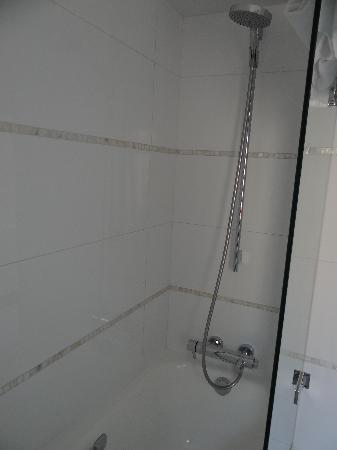 Hotel Parc St. Severin - Esprit de France: Shower