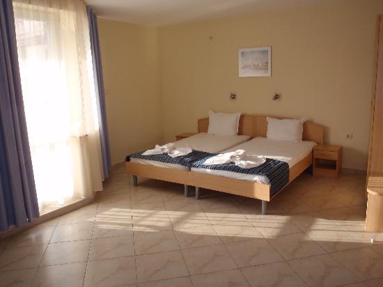 Briz Hotel: Triple room