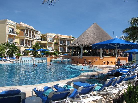 Gran Porto Resort: poolside
