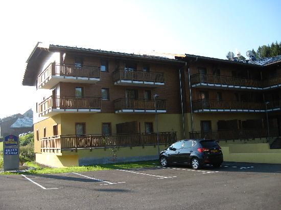Residence Palladior Morillon Grand Massif : Hotel vu du parking
