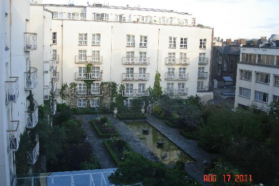 The Merrion Hotel: Ugly view from room