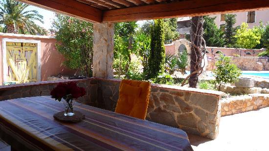 Residence Jardin de Palme: Coin Repas exterièure