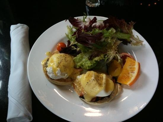 Gladstone Cafe: double eggs benedict