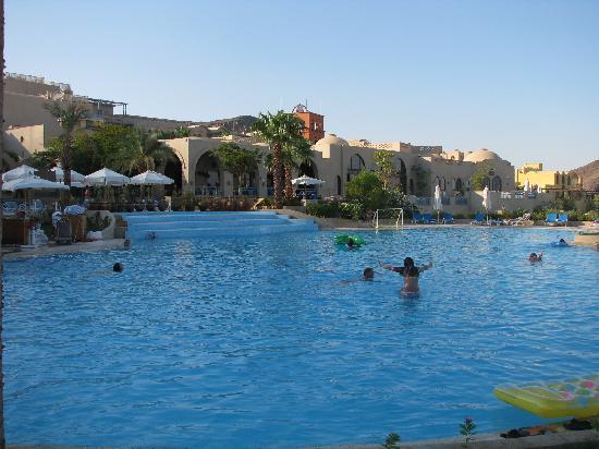 El Wekala Golf Resort: The main pool at Sun down