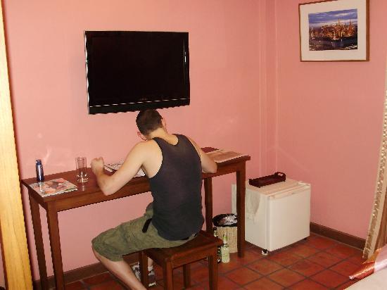 Siamese Views Lodge: TV
