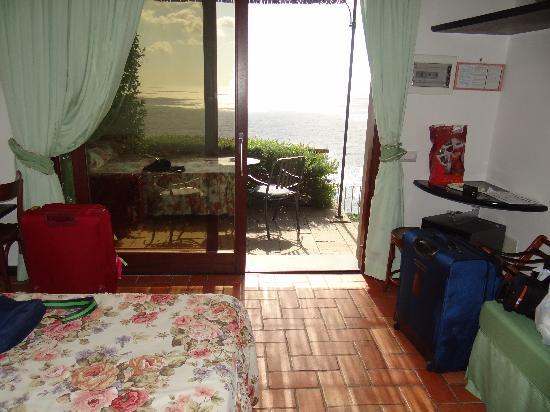 Hotel La Giada del Mesco : The sleeping area opening onto patio