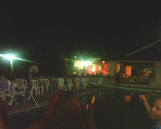 Coop Marena Beach Resort: El show de la noche
