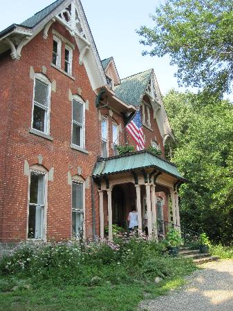 Brookside Manor Bed and Breakfast: Front of the B&B