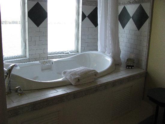 The Villa at Little Cape Horn: jacuzzi tub