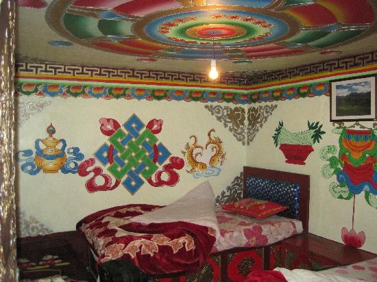 Zhuo Ma's Jiuzhaigou Home Stay: Our bedroom