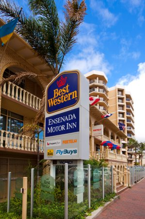 BEST WESTERN Ensenada Motor Inn: Opposite Colley Reserve - 100 metres to beach