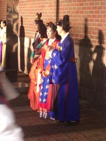 Jeongdong Theater: Photo opportunity after the show in the court yard - 3 main roles
