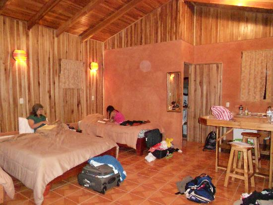 Large Room with three beds at Monteverde Villa Lodge