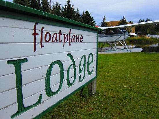 Homer Floatplane Lodge : Float Plane on Property for Bear Viewing Trips