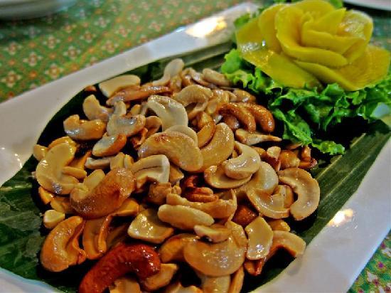 ร้านอาหารไทย บุษบา: fried cashew