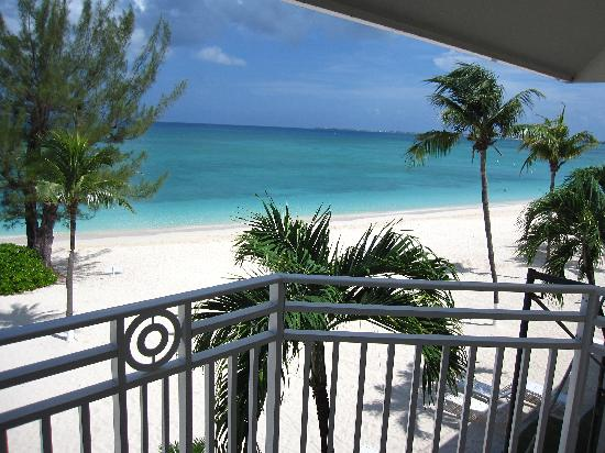 The Cayman Club : Views off deck