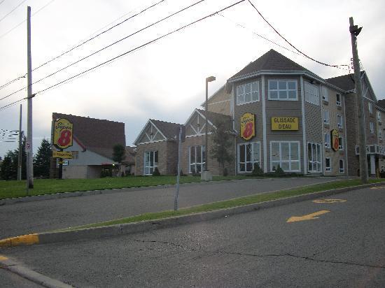 Super 8 Quebec City: Extérieur de l'hotel
